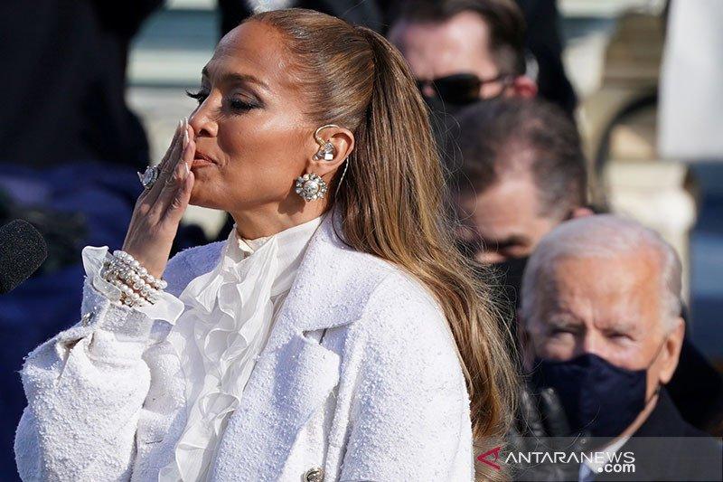 Jennifer Lopez jadi perbincangan setelah tampil di pelantikan Joe Biden
