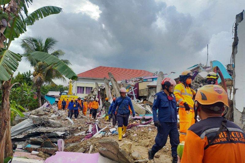 Bupati Bone pimpin 107 armada bantuan untuk korban gempa bumi di Sulbar