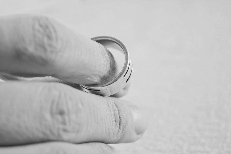 Bosan terukurung selama pandemi sebabkan perceraian kian marak di Brasil