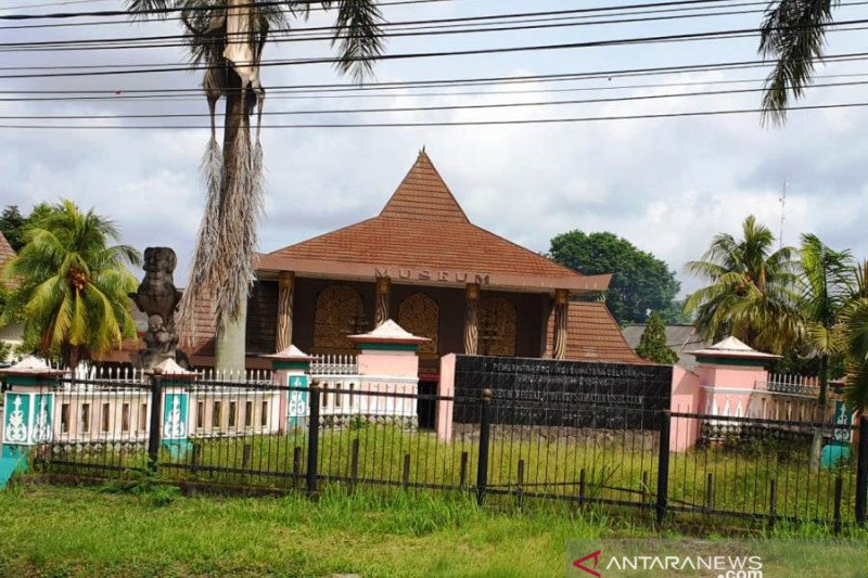 Museum Balaputra Dewa terima  hibah alat tenun songket antik