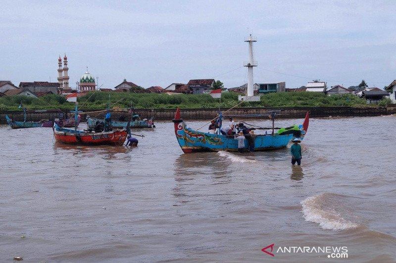 Syahbandar sebut cuaca laut di Jepara tidak aman untuk melaut