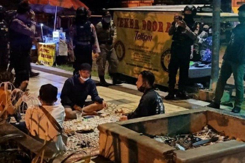 Pemkot Surakarta tinjau ulang jam operasional pelaku usaha selama PPKM