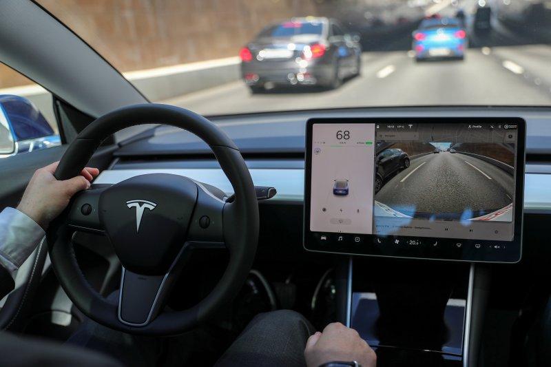 Curi dokumen rahasia Tesla, insinyur baru kerja tiga hari dipecat