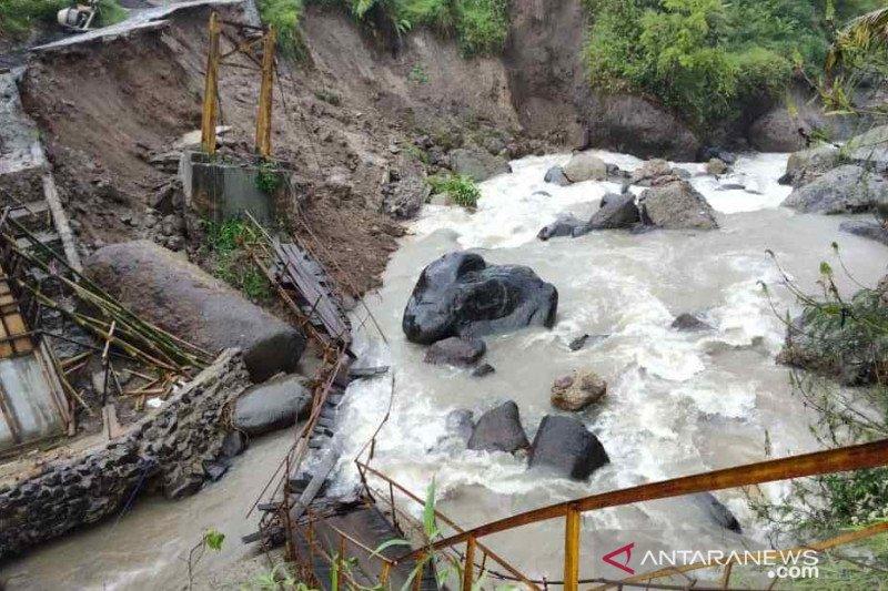 Jembatan putus di Cidaun Cianjur dibangun kembali