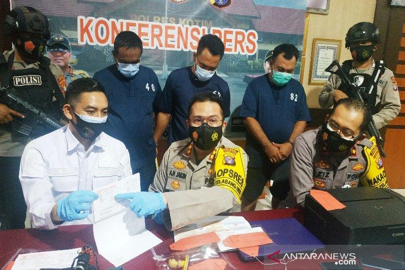 Tiga sekawan ditangkap diduga palsukan surat hasil tes cepat COVID-19
