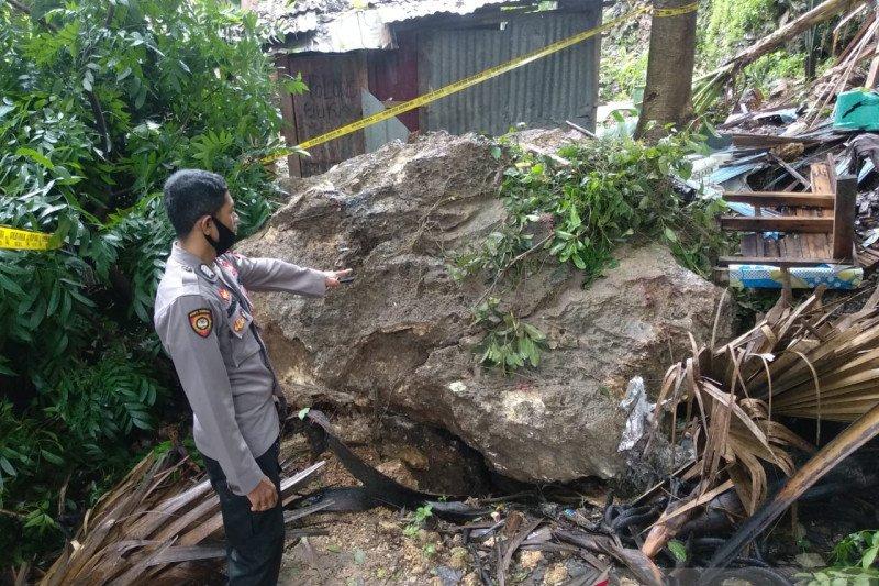 Ratusan warga Kota Kupang dievakuasi hindari longsor