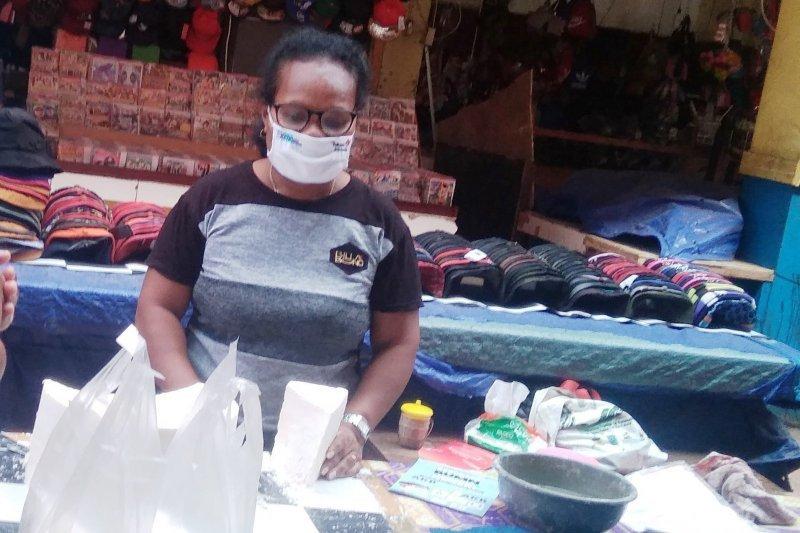 Mempertahankan sagu bahan pangan lokal asli Papua yang bergizi tinggi