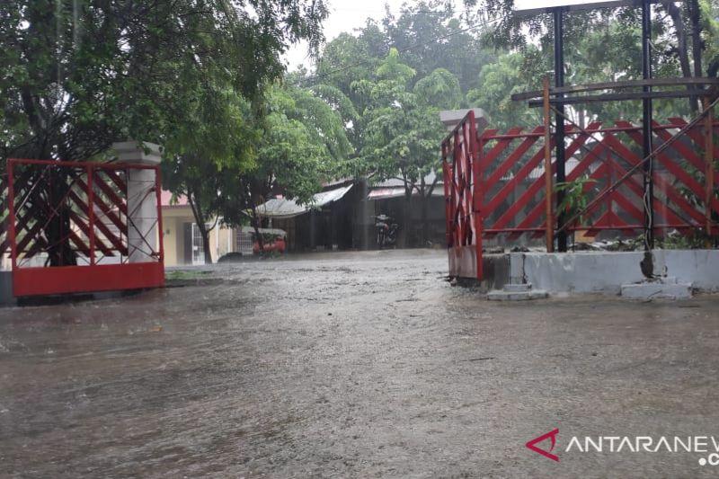 BMKG ingatkan waspadai hujan deras disertai petir di NTT