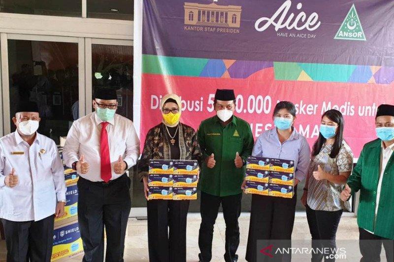 Pemuda Ansor-Aice-KSP bagikan masker medis