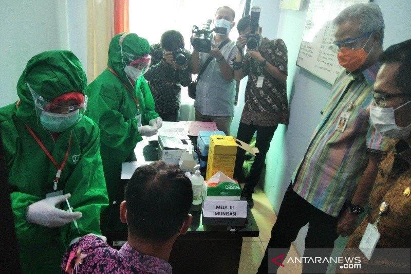 Ganjar minta kemampuan vaksinasi di fasilitas kesehatan ditingkatkan