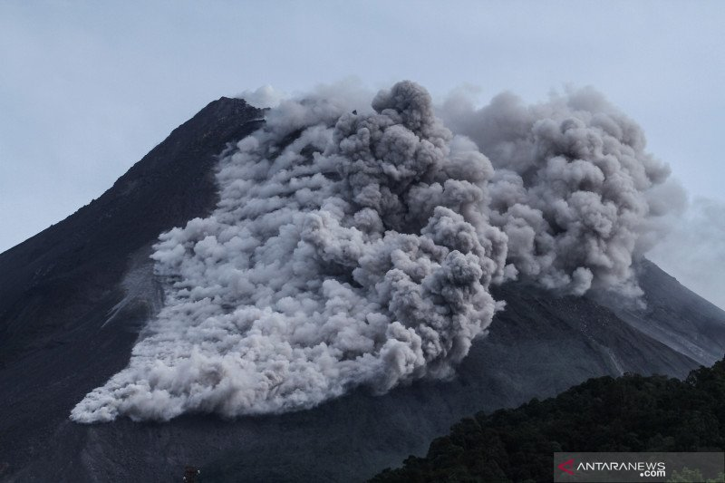 Merapi luncurkan awan panas guguran sejauh 2.000 meter