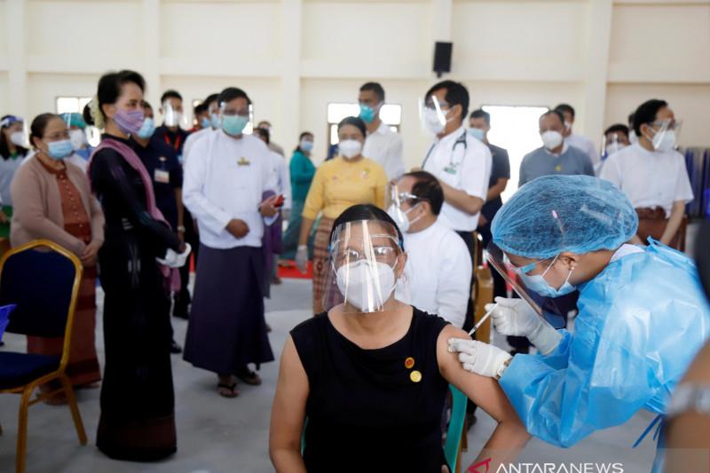 Tertular COVID-19 di penjara, penasihat Suu Kyi meninggal dunia