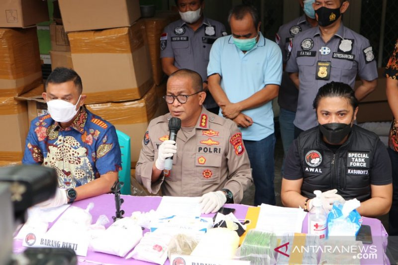Pabrik kosmetik ilegal di Bekasi beromzet Rp100 juta per bulan