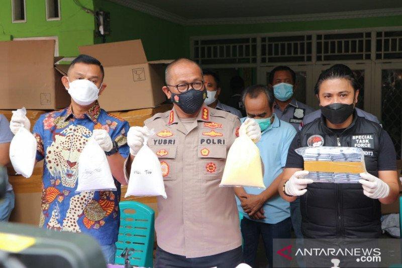 Polda Metro Jaya gerebek pabrik kosmetik ilegal di Bekasi