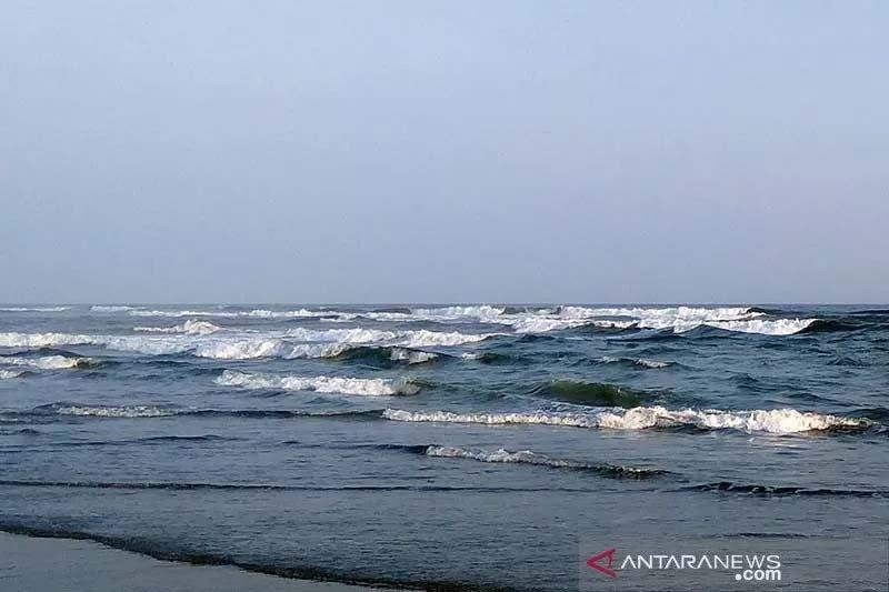 BMKG: Tinggi gelombang laut selatan Jabar-DIY mencapai 6 meter