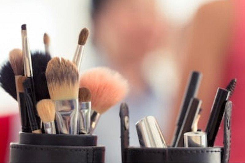 Cara bersihkan alat kosmetik dengan benar
