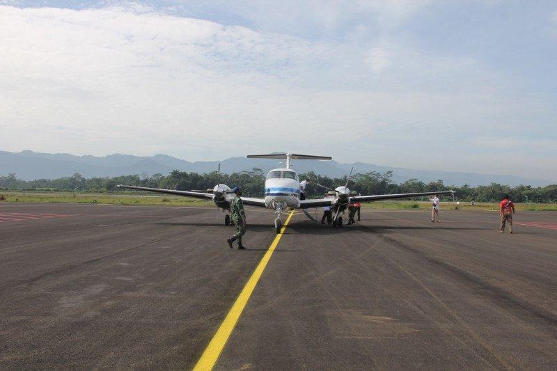 Pesawat mendarat perdana di  Bandara JB Soedirman