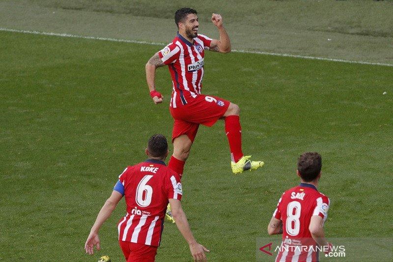 Dwigol Luis Suarez antar Atletico kian mencengkeram posisi puncak klasemen Liga Spanyol
