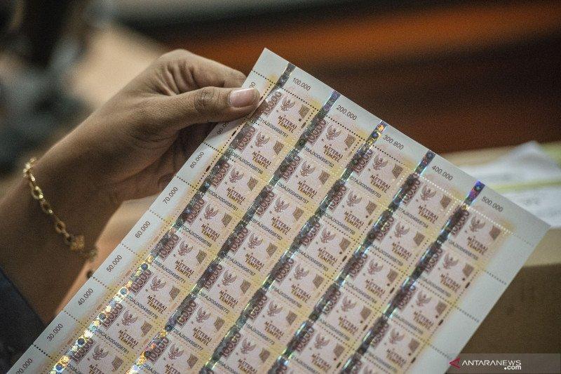 Kantor Pos berlakukan penggunaan materai Rp10.000