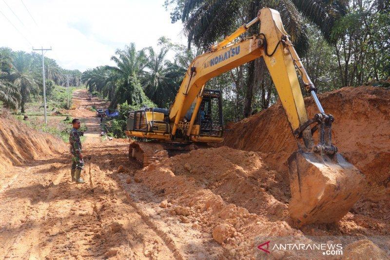 Riau siaga alat berat di perbatasan antisipasi longsor