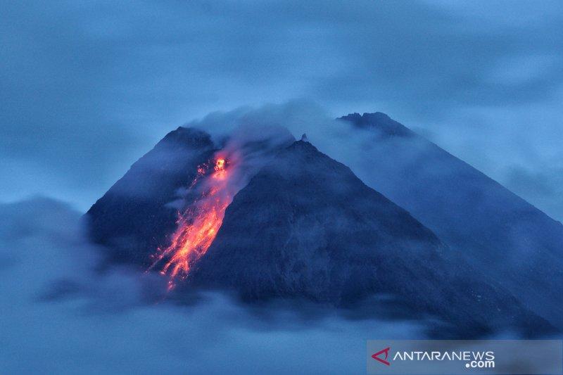 BPPTKG: Guguran lava pijar Merapi meluncur ke arah Kali Krasak dan Boyong