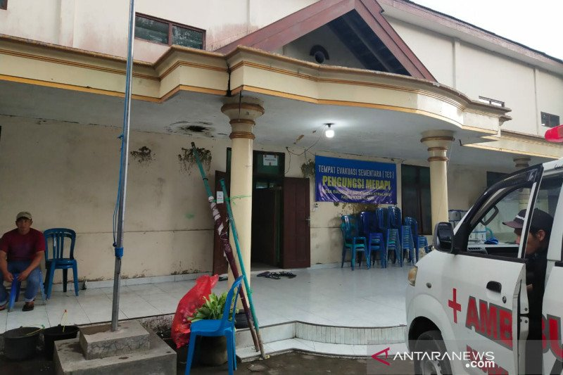 Pengungsi Merapi diizinkan pulang namun tetap siaga
