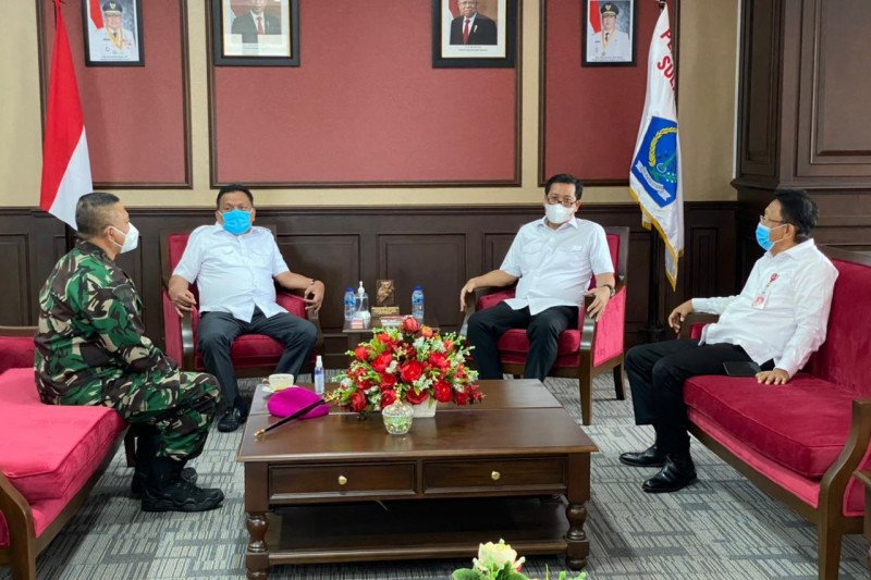 Danlantamal VIII berkunjung ke Gubernur Olly