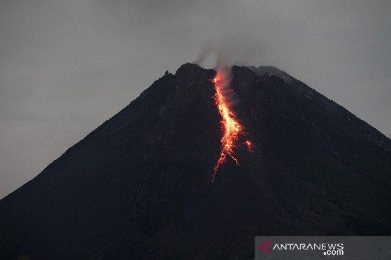 Mount Merapi spews hot lava for 10 times