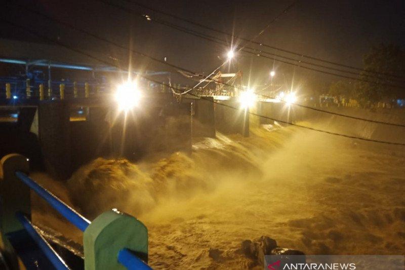 Bendung Katulampa Siaga III akibat hujan deras