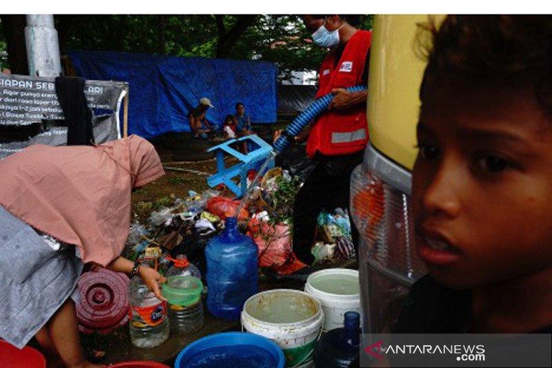 Kebutuhan air bersih di tempat pengungsian gempa Sulbar