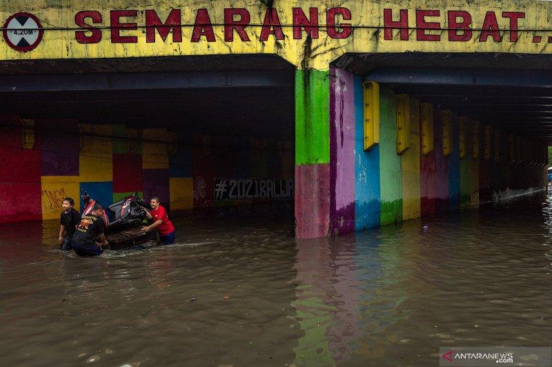 Satu tewas akibat tanah longsor di Jomblangsari Kota Semarang