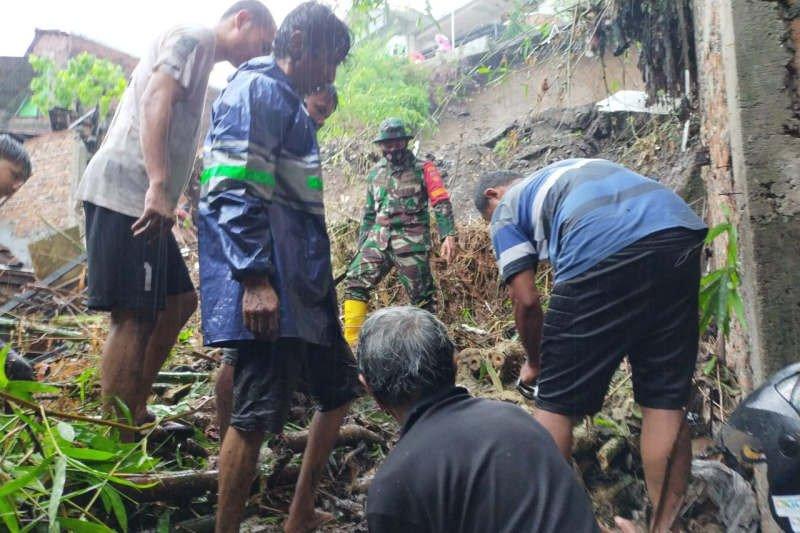 Korban longsor di Semarang kembali ditemukan