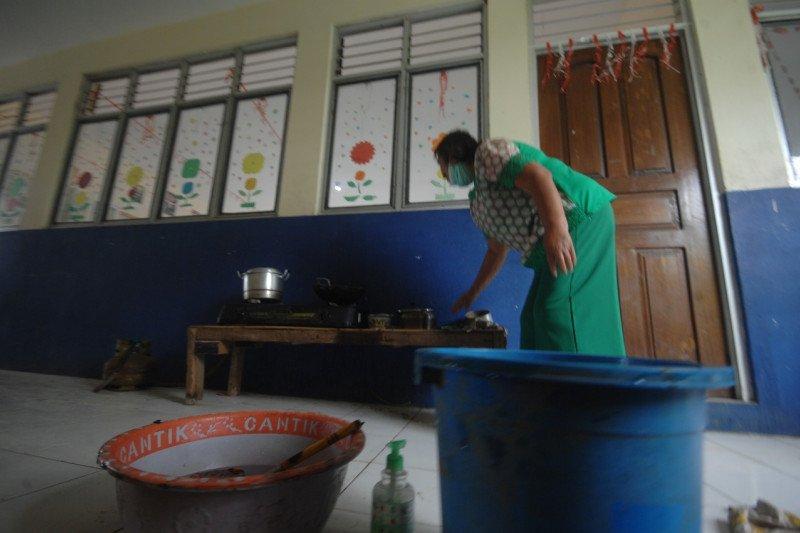 Warga korban banjir Manado masih bertahan di  pengungsian