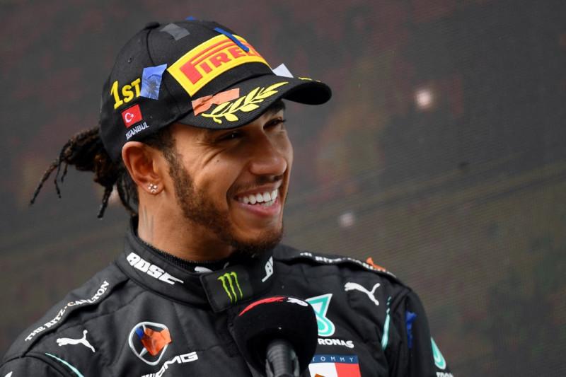 Kontrak satu tahun membuat masa depan Lewis Hamilton dipertanyakan