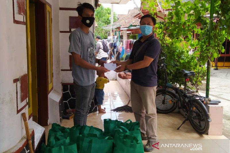 Wartawan Tasikmalaya berbagi untuk warga terpapar COVID-19