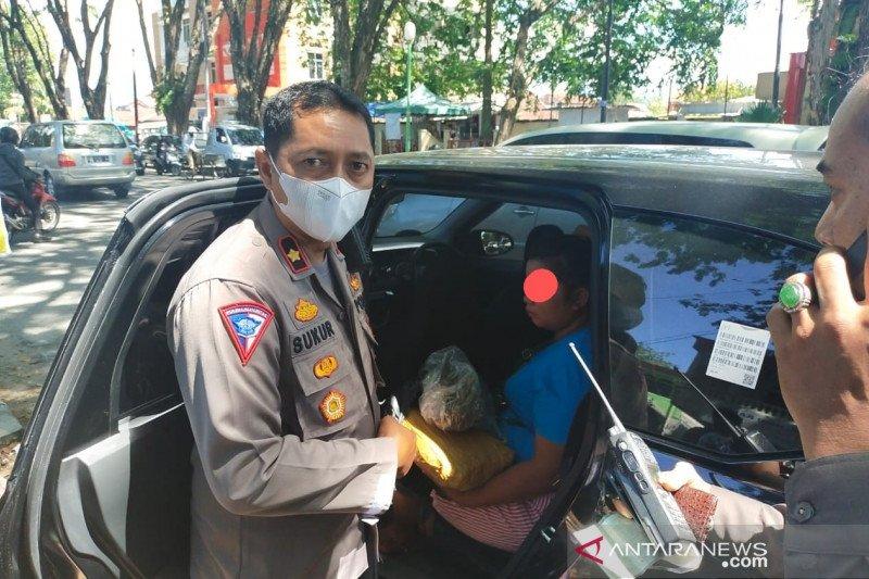 Polisi lalu lintas ciduk minibus membawa ganja kering