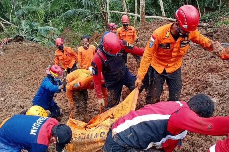 Dua korban longsor di  Kebumen ditemukan meninggal