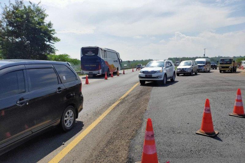 Perpendek contraflow dan buat jalan darurat atasi Tol Cipali amblas