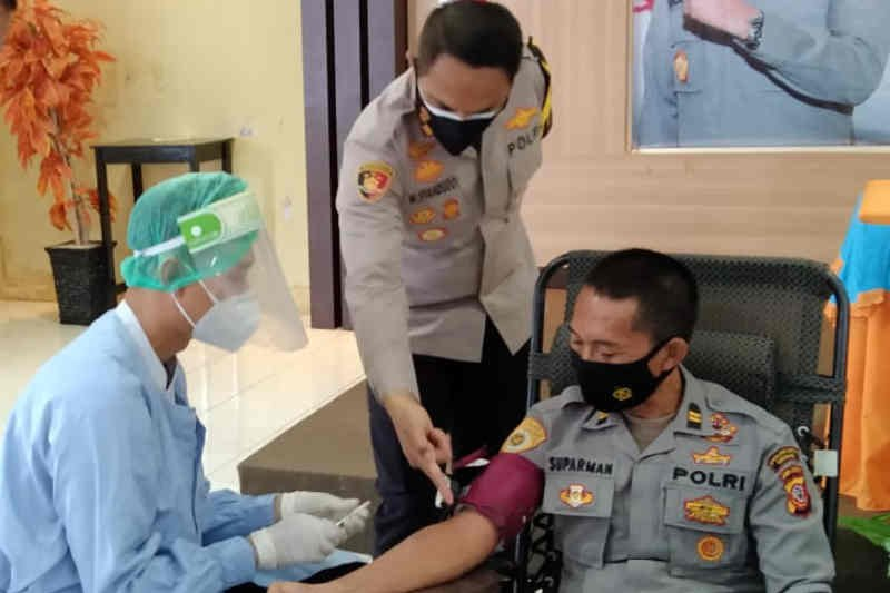 25 anggota Polresta Cirebon donor plasma konvalesen
