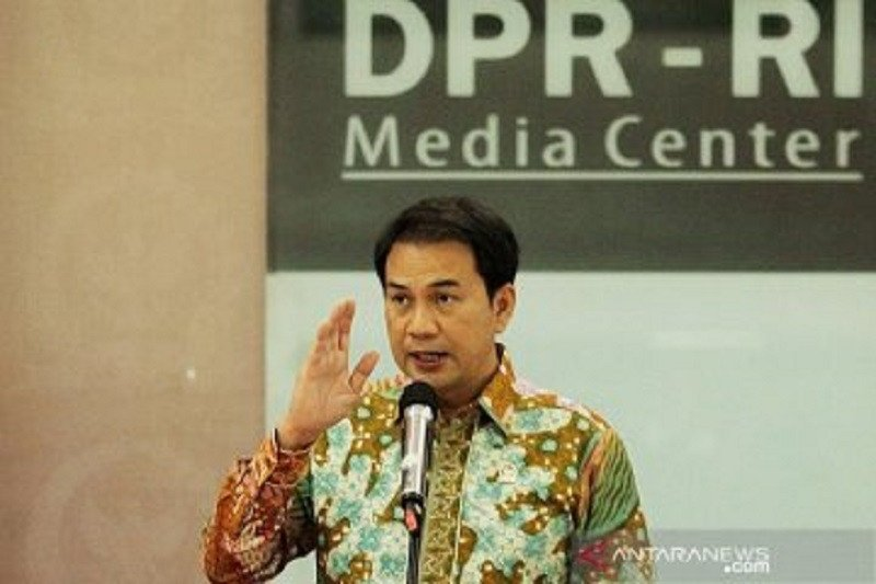 Wakil ketua DPR sesalkan pemecatan guru honorer