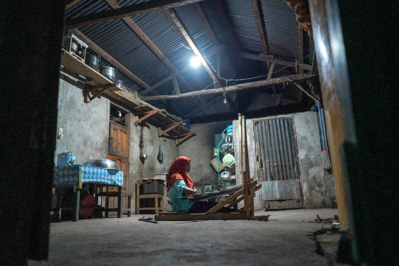 PLN alirkan listrik untuk 39 desa di NTT