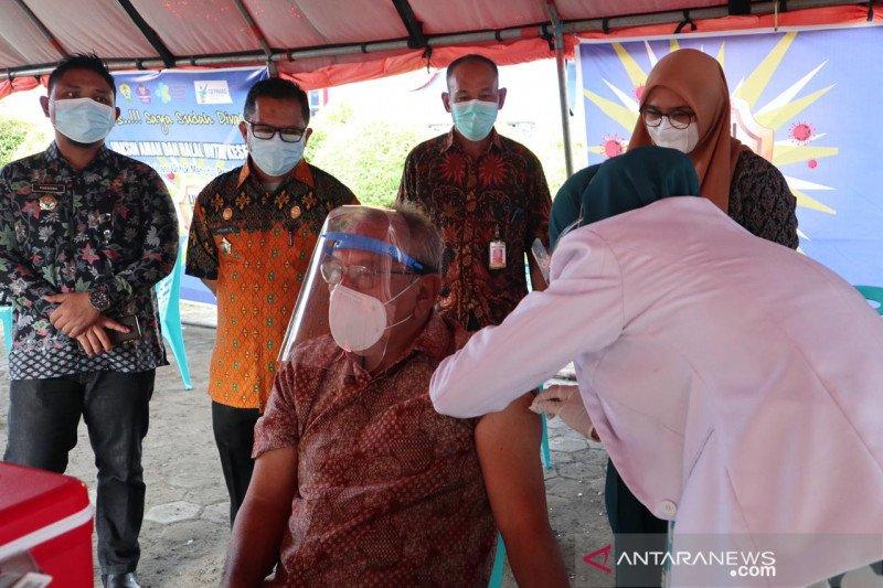 Bupati Buol ajak  tenaga kesehatan dan masyarakat sukseskan vaksinasi