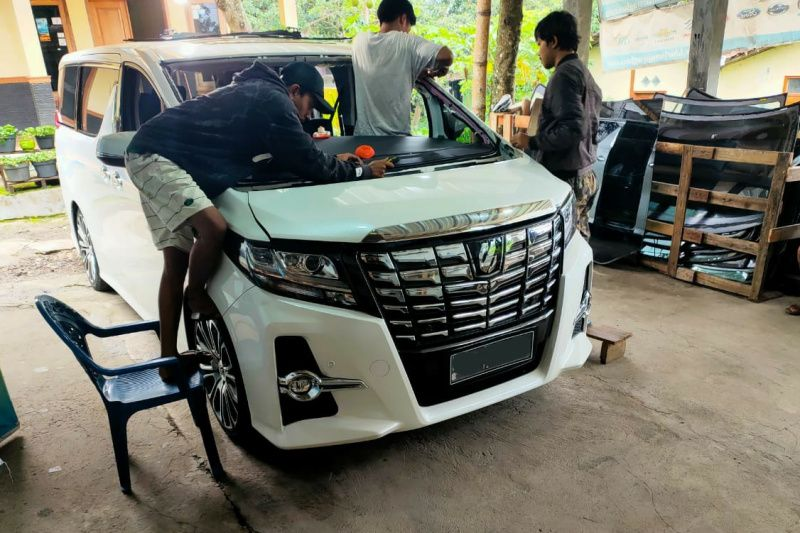 Rayakan Imlek, Pusat Kaca Mobil Kharisma Jaya Glass promo gratis pengiriman se-Jawa