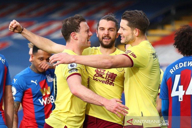 Jay Rodriguez bawa Burnley gilas Palace 3-0