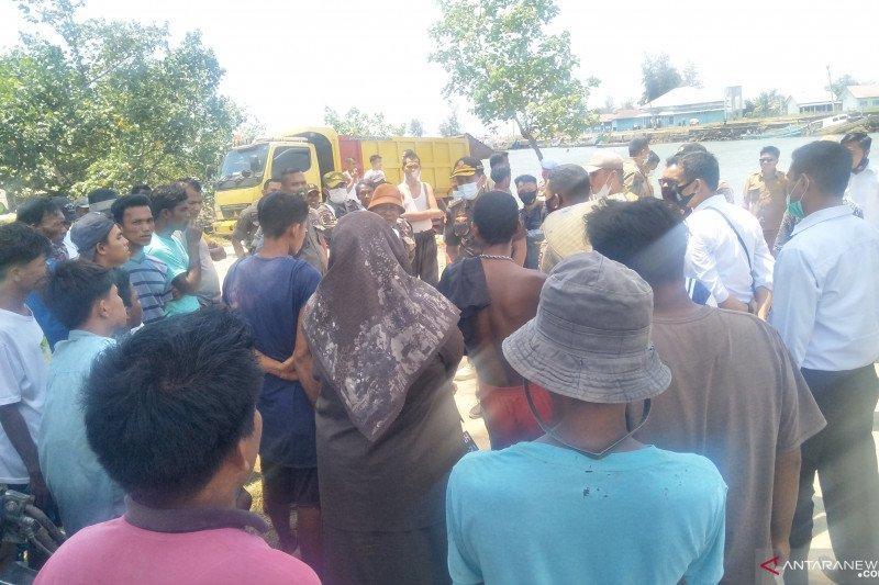 Polisi dan Satpol PP Pariaman tertibkan aktivitas penambangan pasir pantai