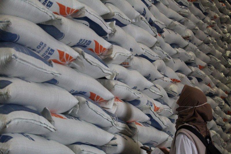 Bulog Lampung catat distribusi beras keluar daerah tahun 2020 capai 20 ribu ton