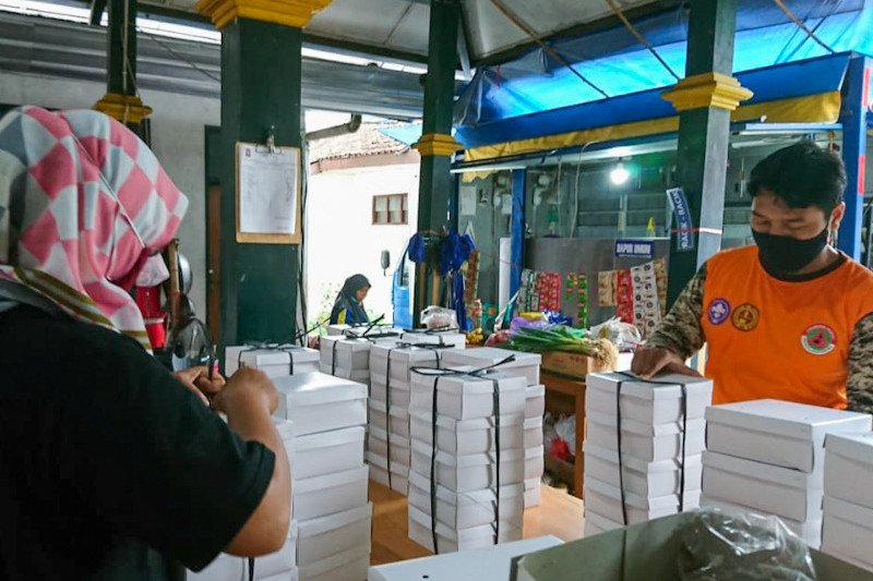 Pemenuhan logistik warga Kota Yogyakarta isolasi melalui Gandeng Gendong