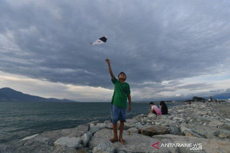 Manfaatkan libur Imlek di Teluk Palu