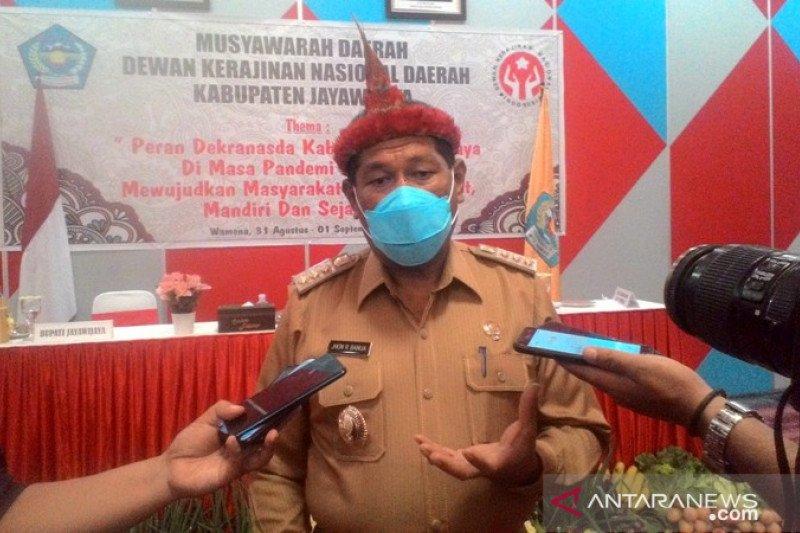 Pemkab Jayawijaya terus menepis isu menakutkan vaksinasi COVID-19