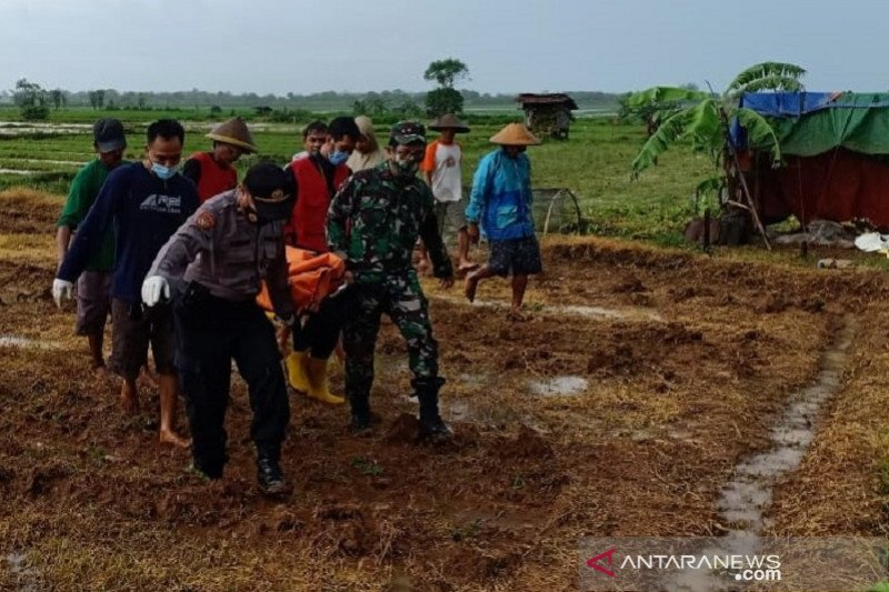 Dua petani dan satu nelayan di  Jepara tewas tersambar petir